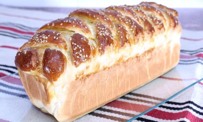Домашен хляб със сирене