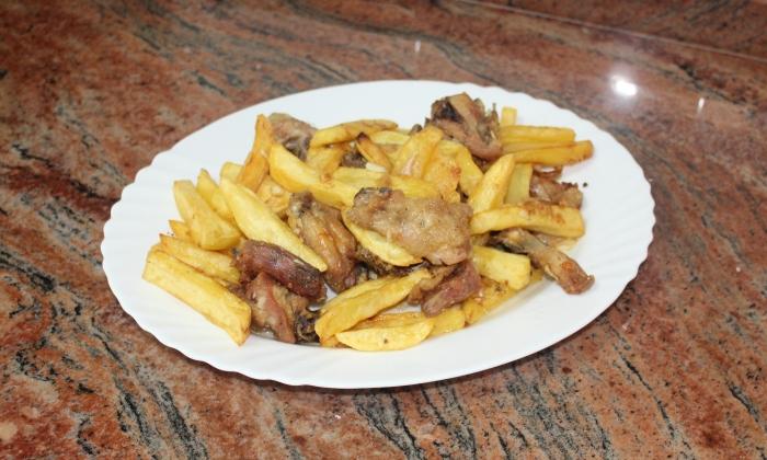 Пиле с чесън и картофи