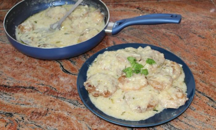 Панирани картофки със сметанов сос