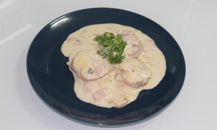 Свинско бон филе в сметанов сос с шунка