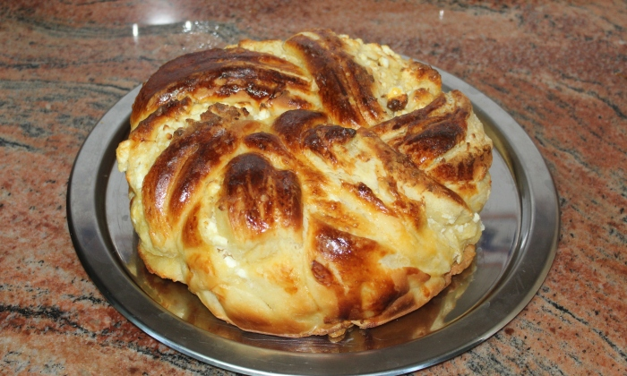 Плетен тутманик със сирене
