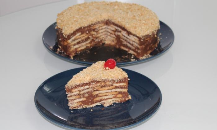 Бисквитена торта с шоколадов крем