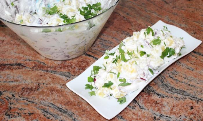 Картофена салата с чеснов сос
