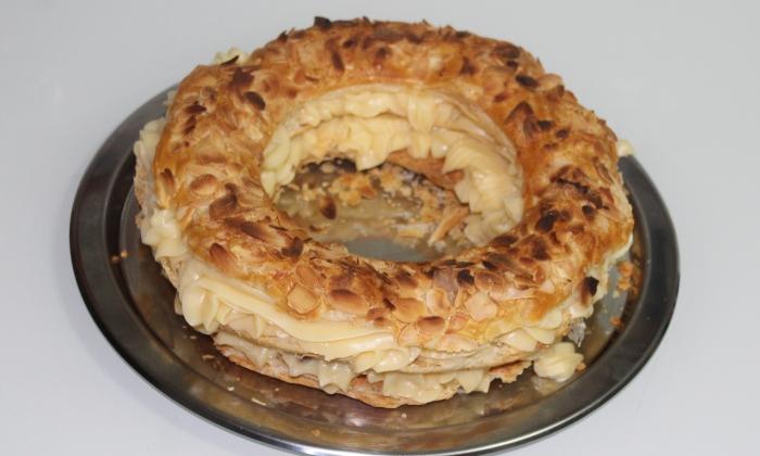Сладкиш с бутер тесто и домашен крем