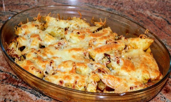 Картофи с бекон и кашкавал на фурна