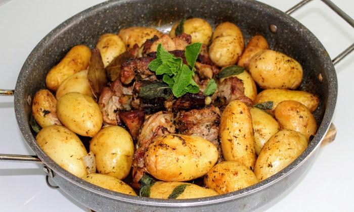 Свинско печено с пресни картофи