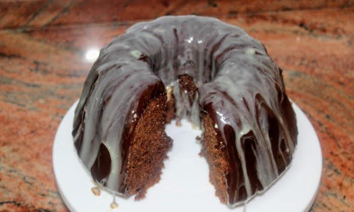 Пухкав шоколадов кекс с глазура