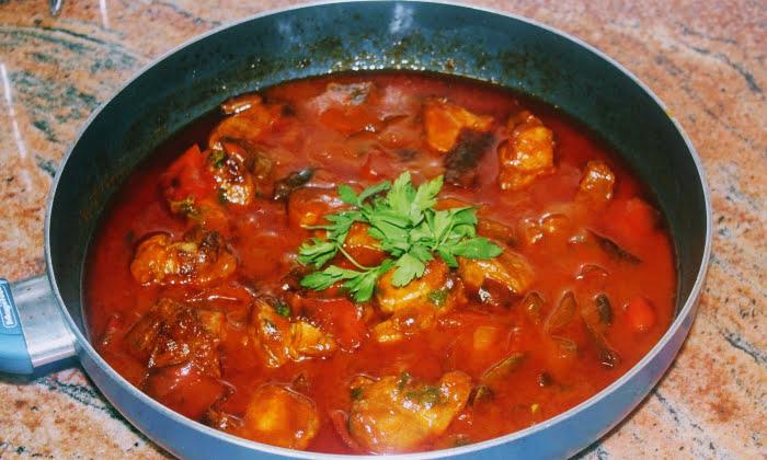 Свинско в доматен сос