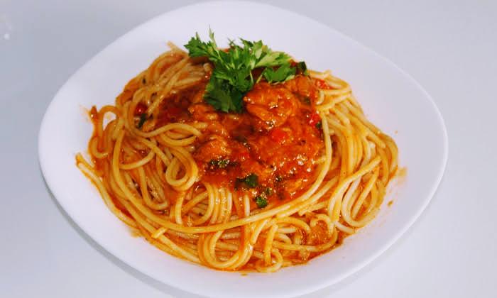 Спагети с риба тон в доматен сос