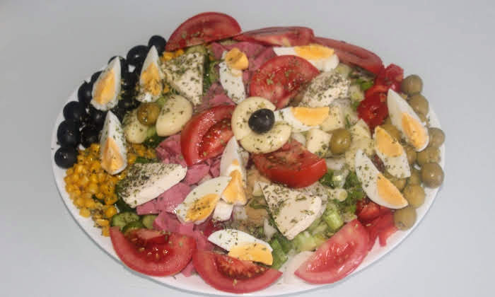 Апетитна редена салата