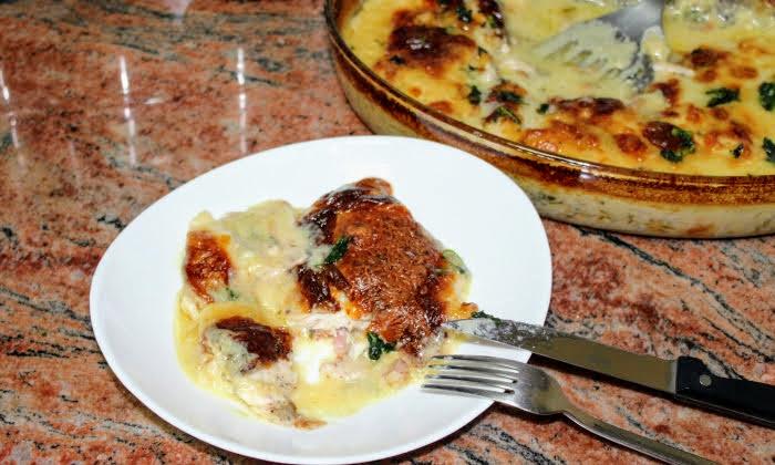 Крехки пилешки пържоли на фурна с вкусен сос