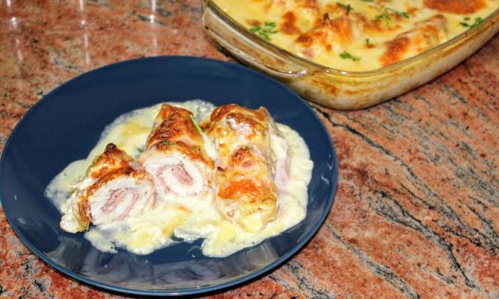 Пилешки рулца с шунка, бекон и кашкавал на фурна