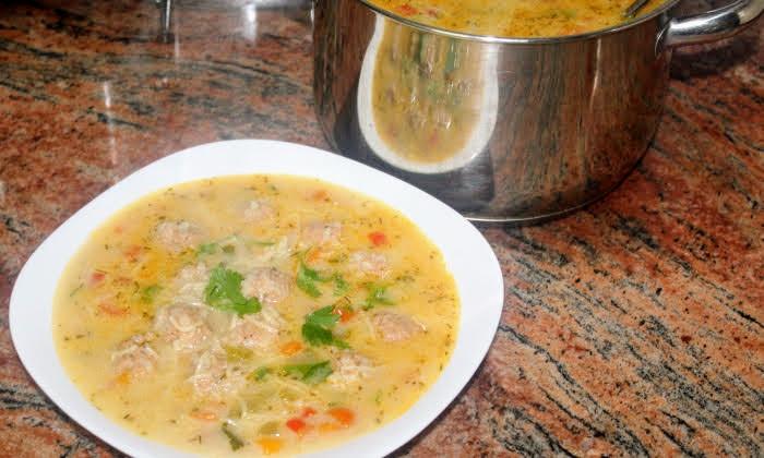 Супа топчета, топла и вкусна