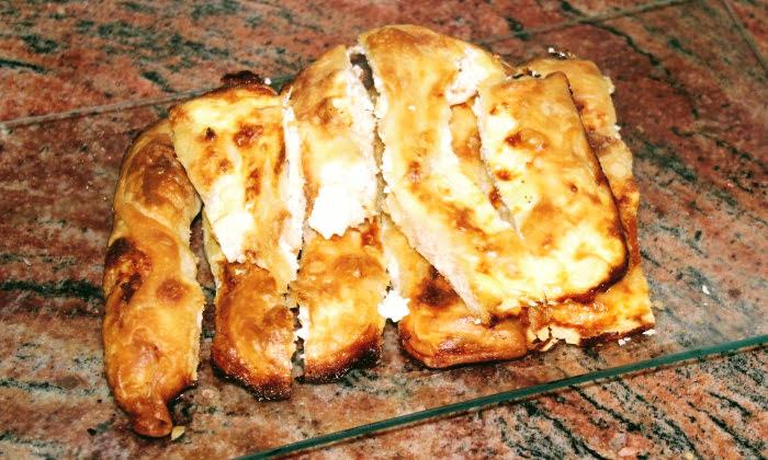Дърпани банички с яйца и сирене