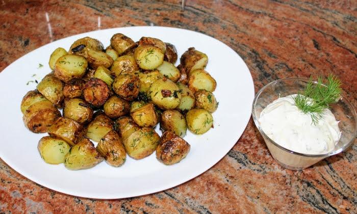 Картофи в масло с чесън и копър