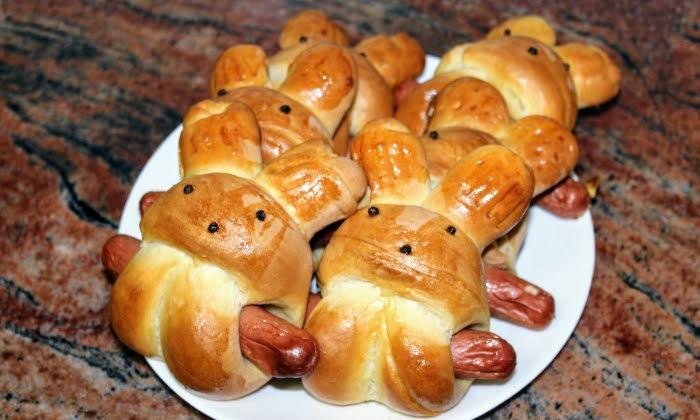 Закуски с кренвирши във форма на зайчета