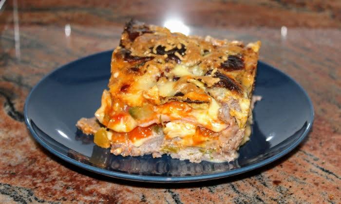 Месно руло с пържоли и топено сирене