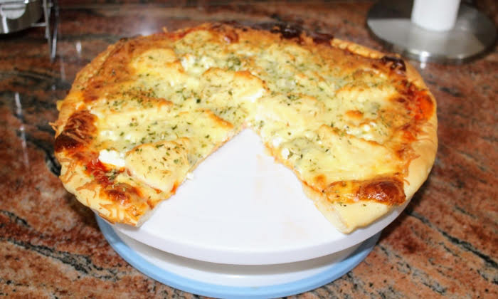 Пица четири сирена, направена с помоща на моето внуче