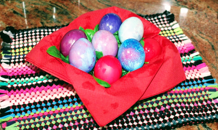 Великденски яйца, най лесният начин за боядисване на яйца за Велик Ден