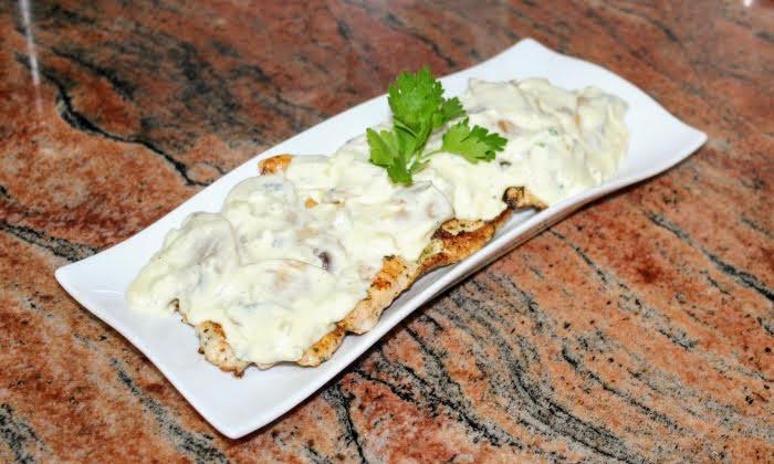 Пилешки пържоли с гъбен сос, без брашно и много вкусен сос