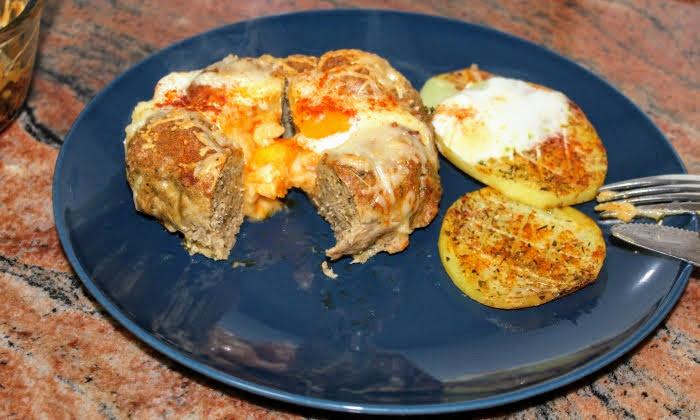 Гнезда от кайма с яйца и картофи за гарнитура