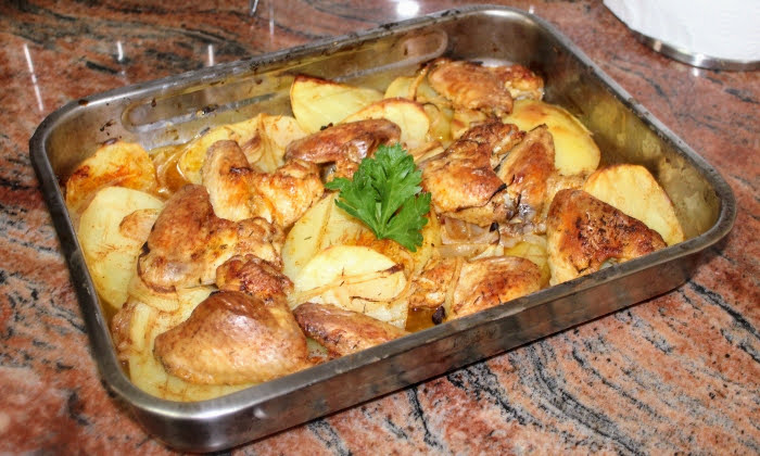 Пилешки крилца с картофи на фурна, най-мързеливият и най-вкусен начин на приготвяне