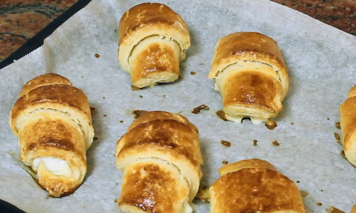 Кифлички със сирене и яйца с маслено тесто