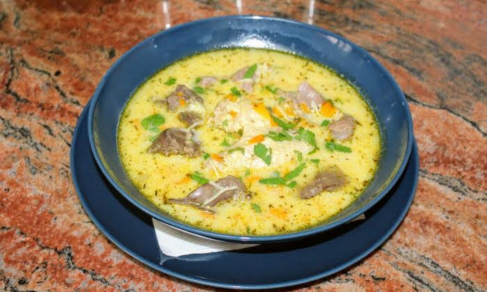 Пилешка супа с дробчета, воденички и крилца
