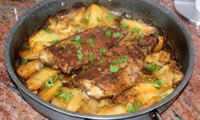 Апетитни свински ребра с картофи