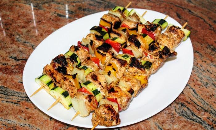 Сочни пилешки шишчета с гъби и зеленчуци